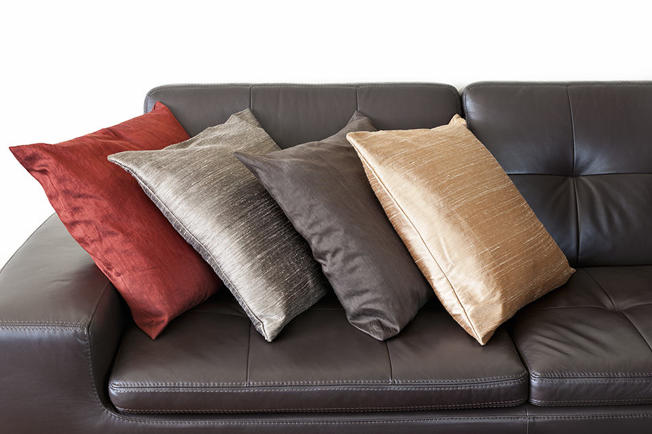 How To Choose Throw Pillows For Your, What Colour Cushions Goes With Brown Sofa