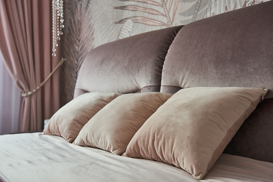 Sleeping with 3 Pillows