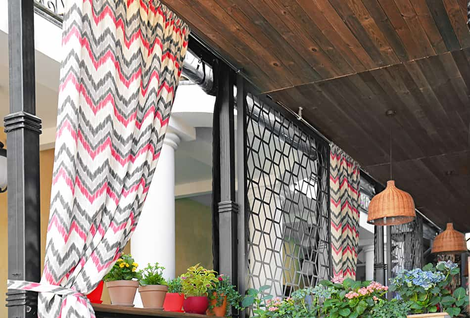 Strap your outdoor curtain is to have it strapped to the railing or post