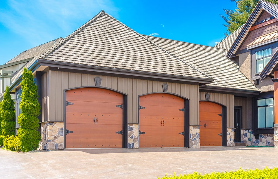 Single-bay carriage style doors