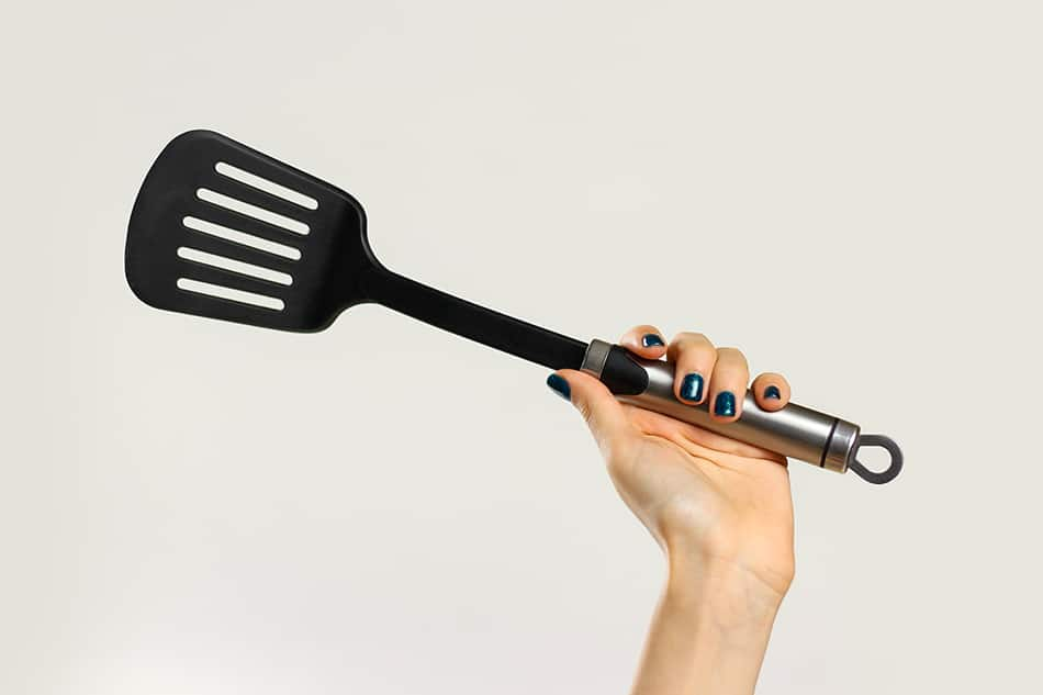 Slotted flipper spatulas
