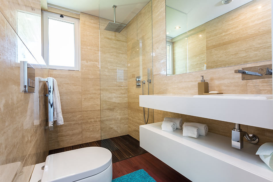 Luxurious and Spacious Bathroom with Floor-to-Ceiling Tiles