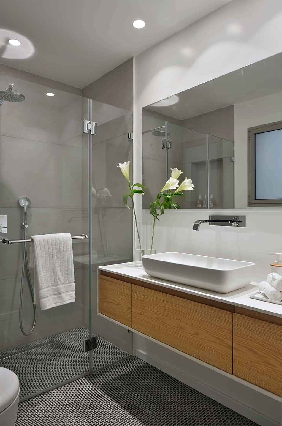Choose Frameless Glass for the Shower